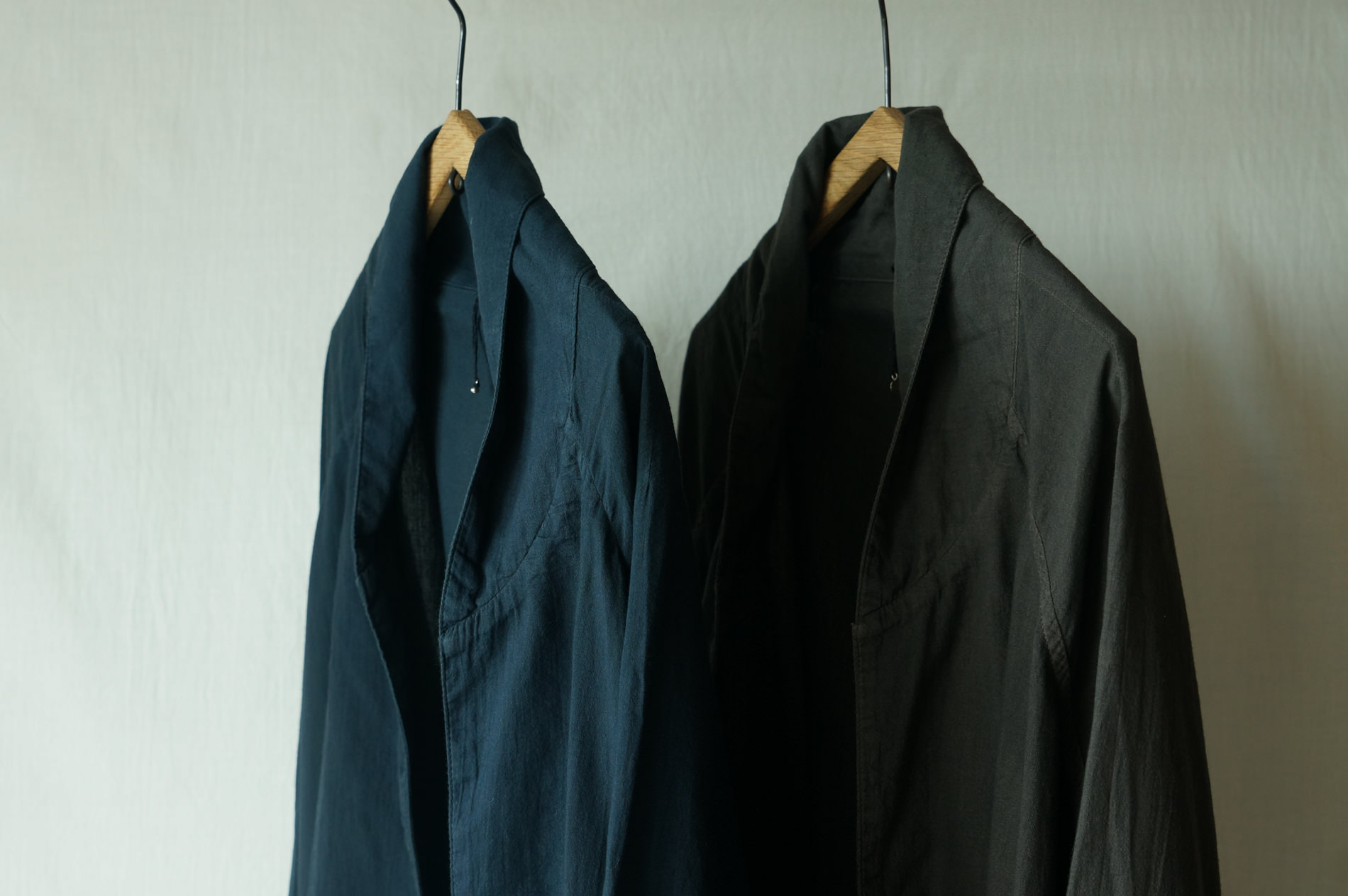 left)col.紺(NAVY) / right)チャコールcol.(BROWN)