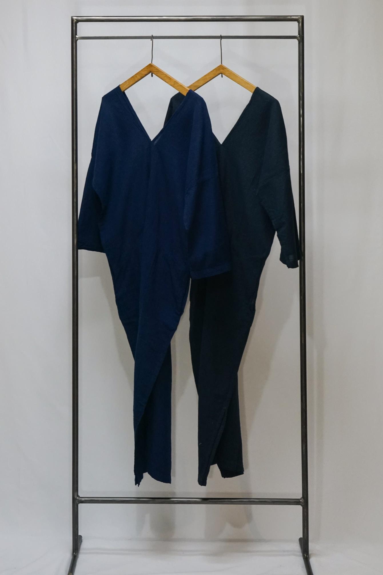 left) 群青(LAPIS) ,right)紺(NAVY)